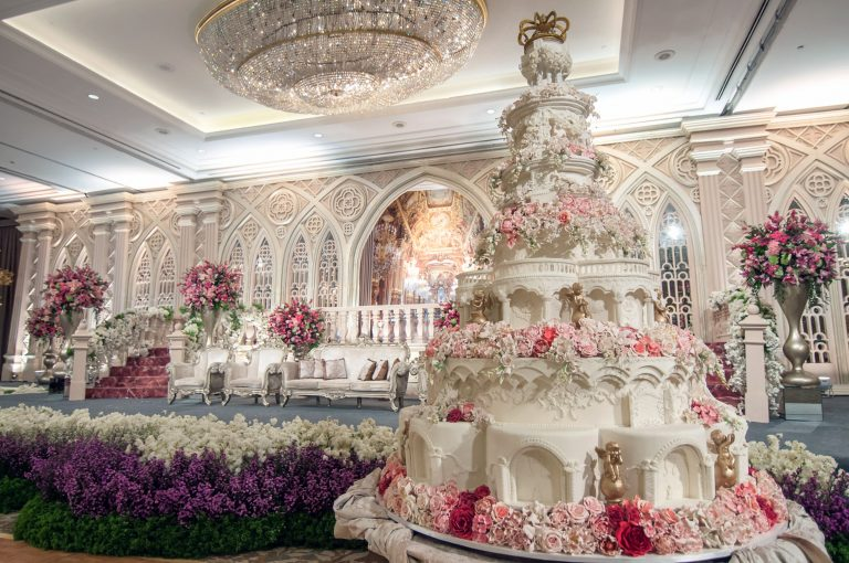 Worlds most extravagant wedding cakes for budget busting brides worlds most extravagant wedding cakes for budget busting brides junglespirit Images