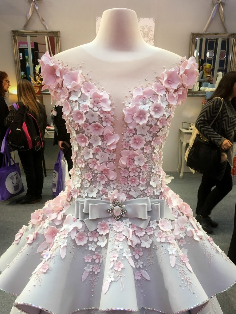 incredibly realistic wedding dress made out of cake storytrender