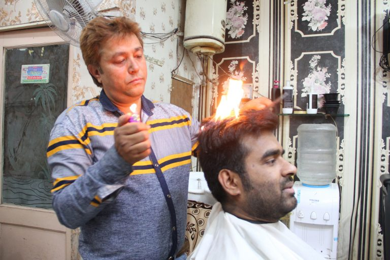 Indian Barber Sets Hair On Fire To Give A Great Haircut Storytrender