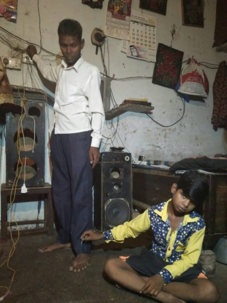 Indian Electric Man Who Plays With 440 Volt Live Wire Bare Hands The Basics Of Electrical Shocks In Home Pic By Caters News