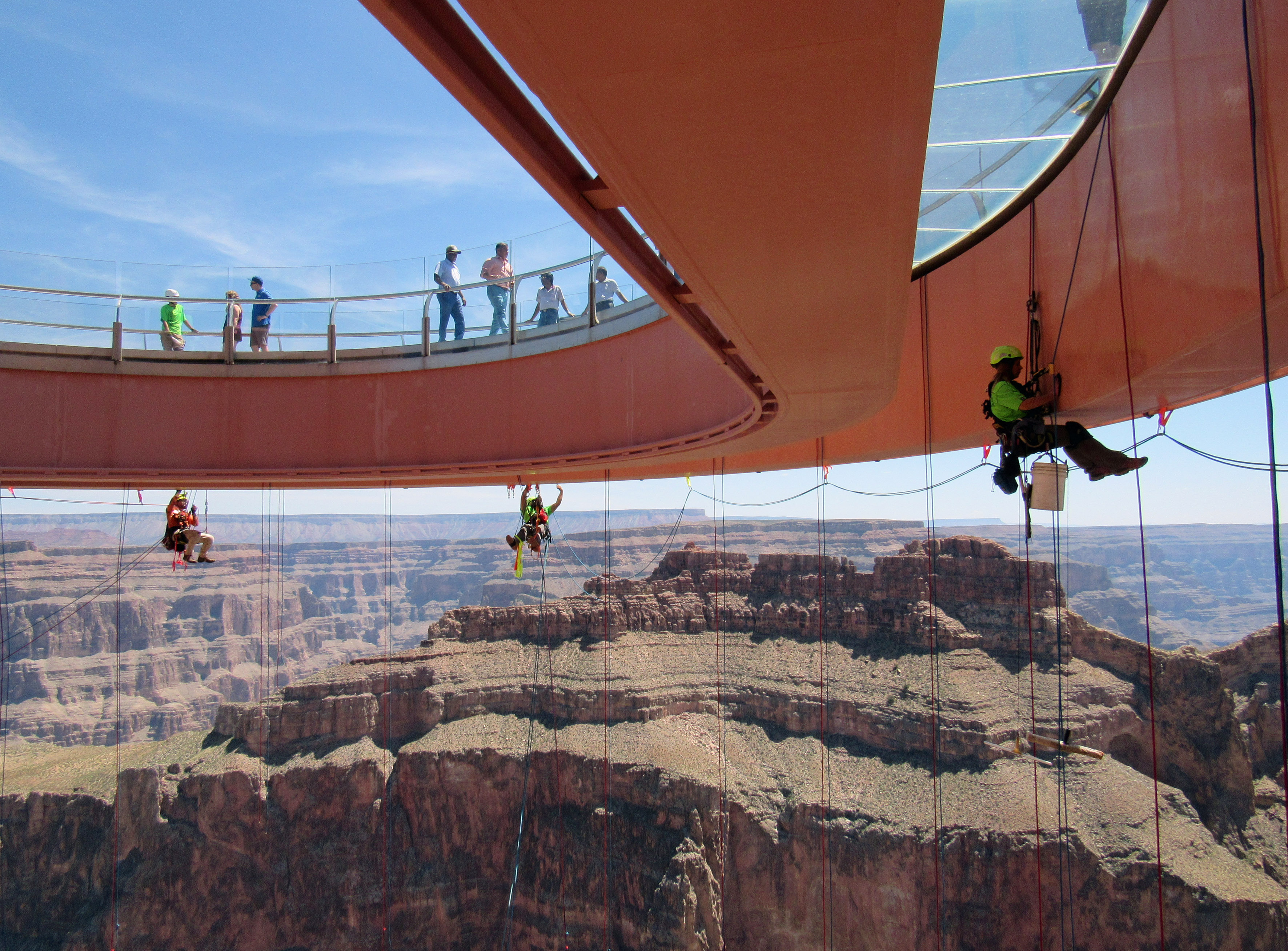 Don T Look Down Grand Canyon Skywalk Cleaners Experience