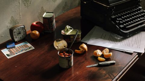 Photographer documents history's most famous artists through their eating habits Image