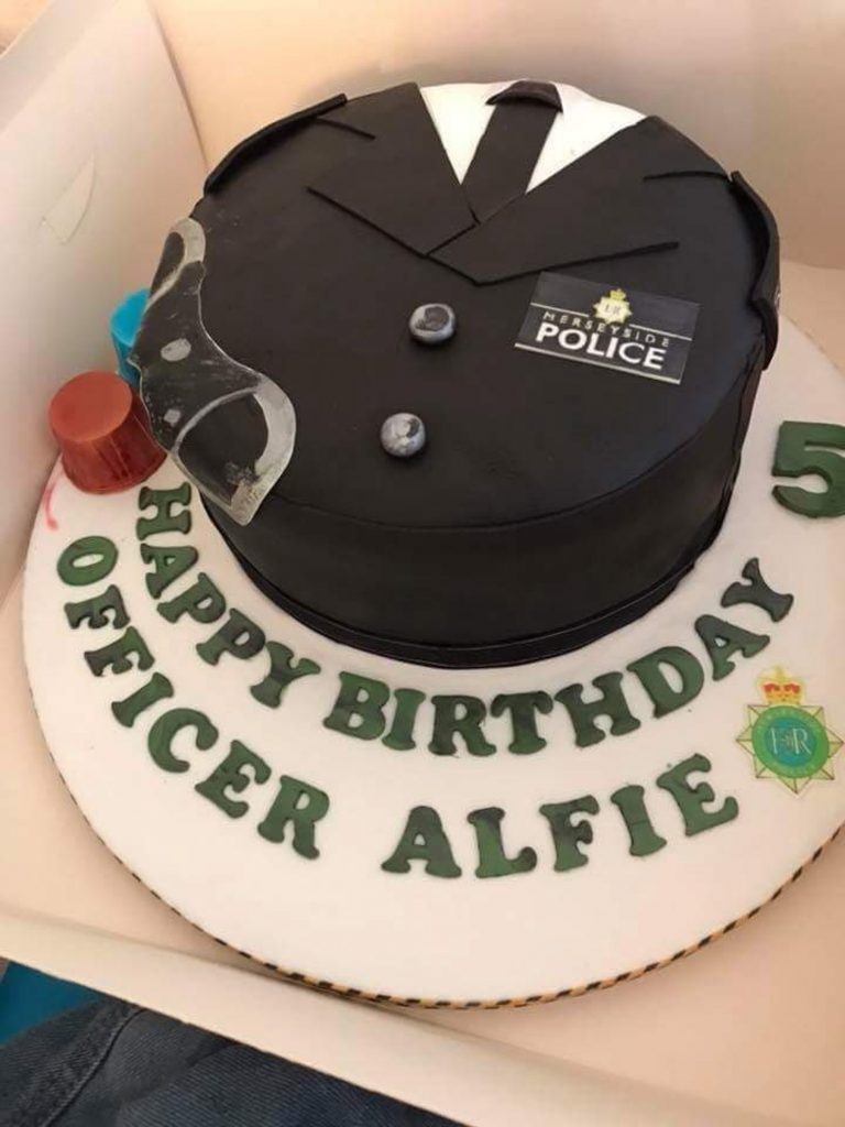 Cops Turn Up At Five Year Olds Birthday Party To Surprise Lad Who