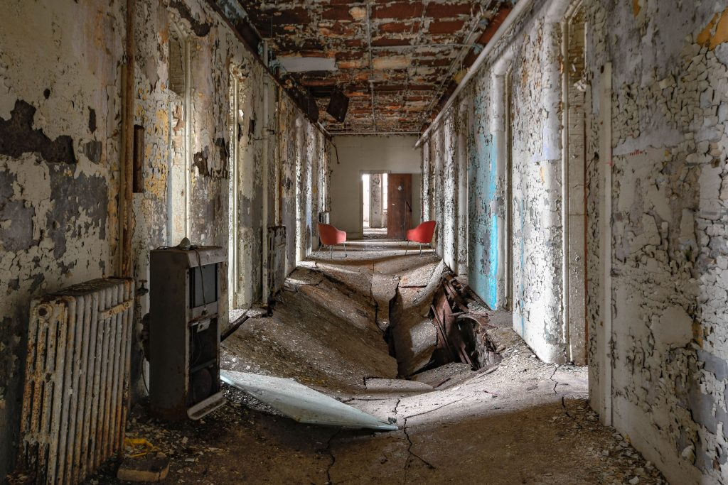 Daring Photographer Travels Around Snapping Abandoned Asylums And Psychiatric Hospitals Caters News Agency