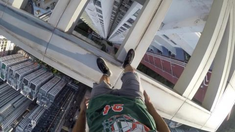 Stomach-churning footage shows daredevil balancing perilously on 38-storey building without safety equipment Image