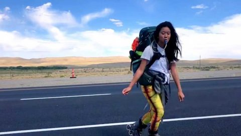 Girl rollerblades 4000 miles across the united states with nothing more than a backpack – to prove kindness in strangers does still exist Image