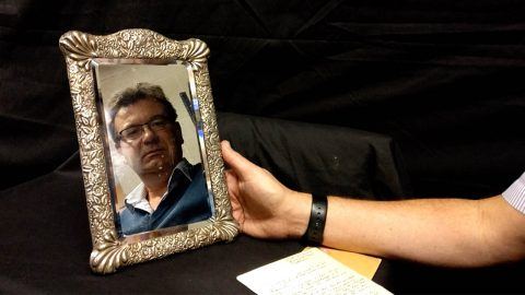 Haunted mirror 'possessed but ghost of titanic captain ' up for sale for £10K Image