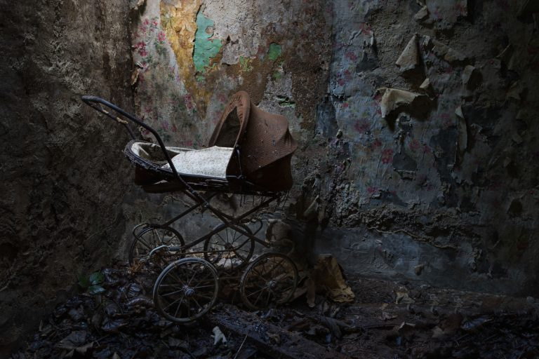 You Have to See These Haunting Photos From An Abandoned Wizard of Oz Theme Park