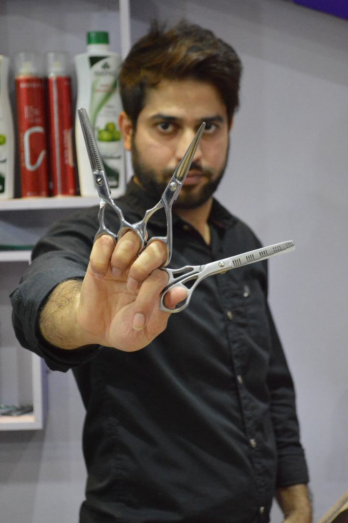 Real Life Edward Scissorhands Barber Uses 27 Pairs Of Scissors