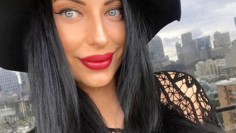Stunner told to die by online trolls forces ringleader to apologise with brutal clapback Image