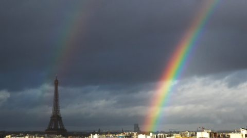 Photographer captures the 'pot of gold' at the end of the rainbow falling directly below the Eiffel Tower Image