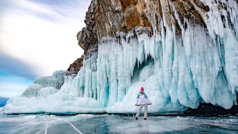 Brrrrr-illiant! stunning photos show amazing ice grottoes Image