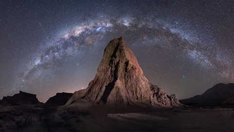 Desert takes starring role in photographer's breathtaking Milky Way shots Image