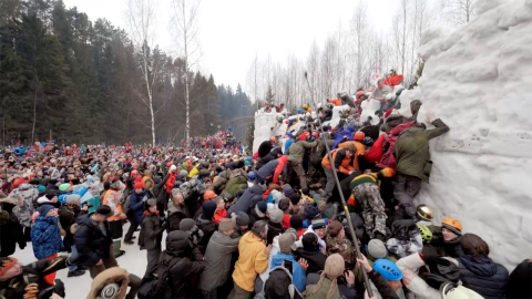 Picturesque russian holiday has celebrators fight over snowy fortress Image