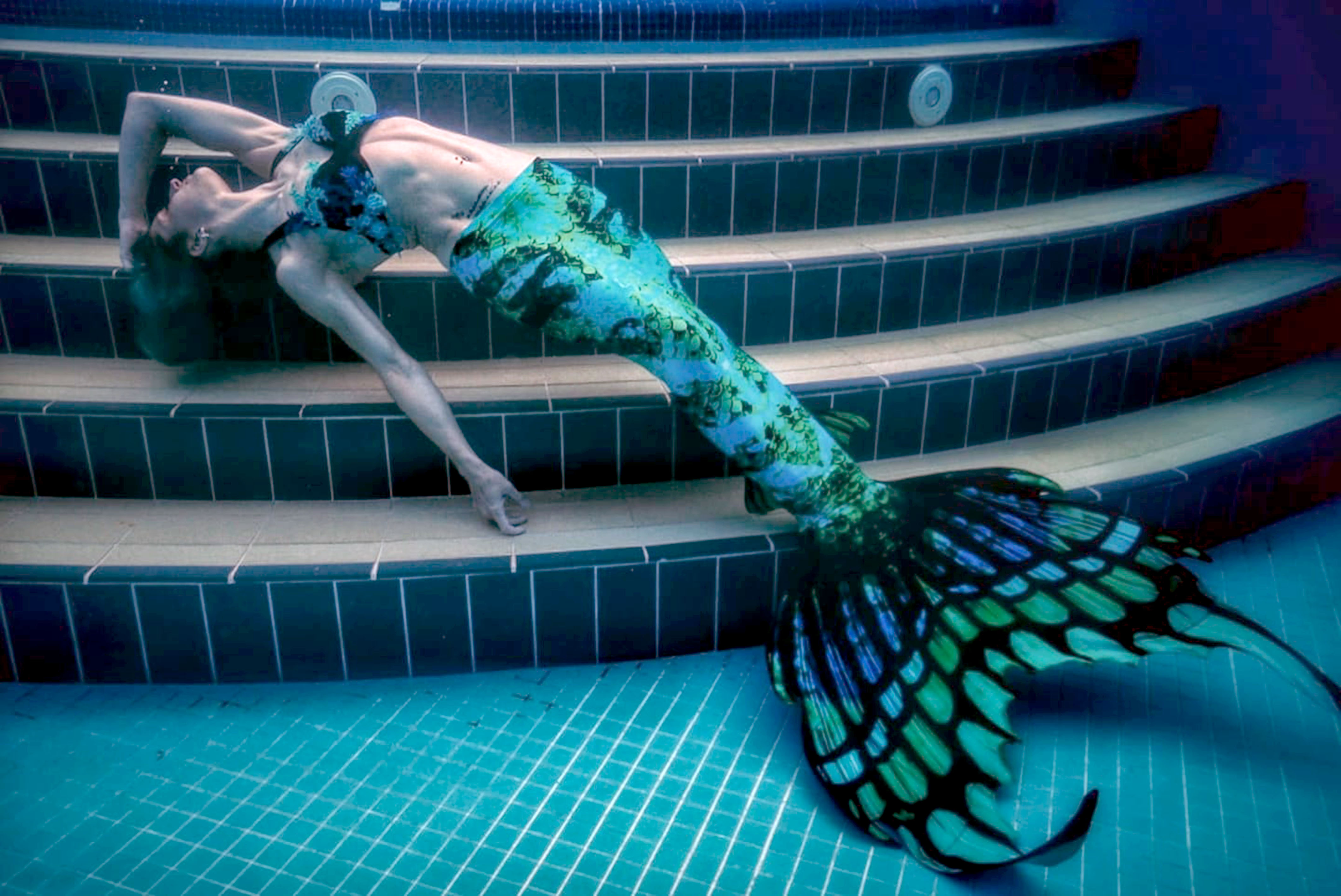 Real Life Mermaid Who Can Hold Her Breath For Four Minutes