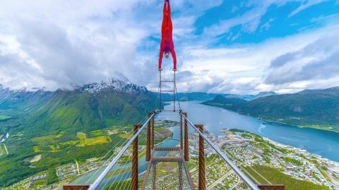 Daredevil Performs One Of Highest Handstands Ever At Over 1300 Feet On Top Of A Cliff Image