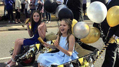 Hero Teens Turn Up To School Prom In Wheelbarrow Image