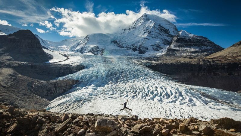 ME, MY SELFIE, AND I: PHOTOGRAPHER TAKES INCREDIBLE SHOTS OF HIMSELF IN THE WORLD'S MOST BEAUTIFUL PLACES Image