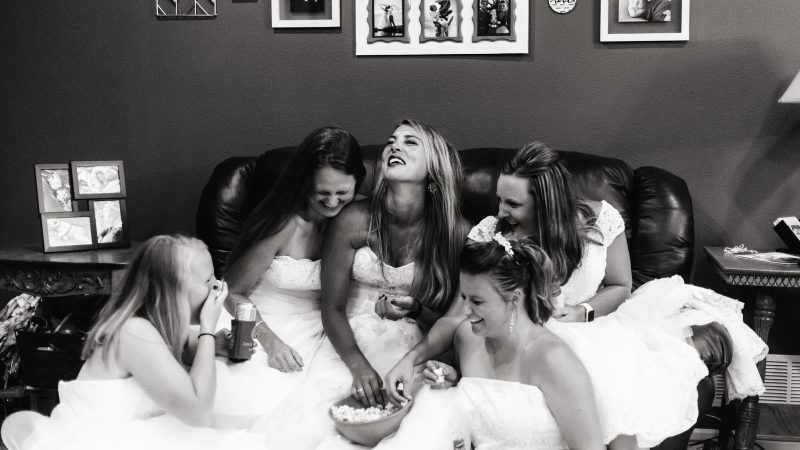 THE ONE WITH ALL THE DRESSES – WIFE RECREATES ICONIC FRIENDS WEDDING DRESS SCENE AFTER HUSBAND TRAGICALLY PASSES AWAY Image