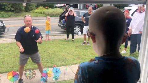 KINDHEARTED COMMUNITY MEMBERS STOP BY FRONT YARD TO GREET AND ENTERTAIN 3-YEAR-OLD WITH CANCER Image