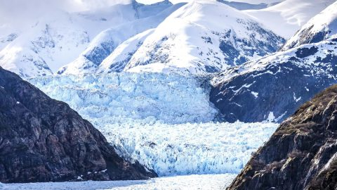 ALARMING IMAGES SHOW MELTING GLACIERS SEVEN YEARS APART Image