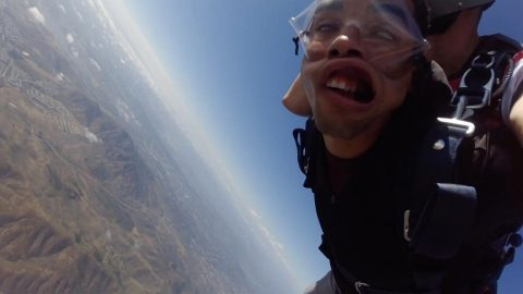 US MARINE TRYING TO OVERCOME FEAR OF HEIGHTS FAINTS THREE TIMES ON HIS FIRST SKYDIVE Image