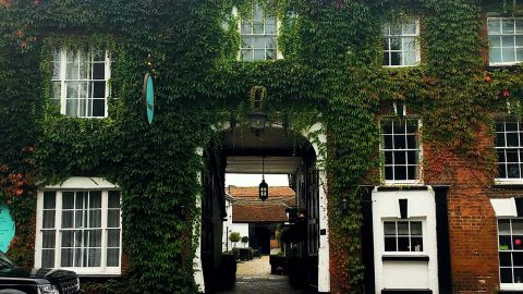 HOTEL WHICH PLAYED HOST TO NELSONS LOVE TRYSTS IS HAUNTED BY NAVAL HEROS GHOST Image
