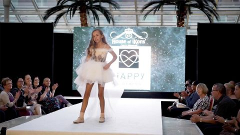 CATWALK MODEL AGED 12 DEFIES DOCTORS WHO SAID SHED NEVER WALK Image