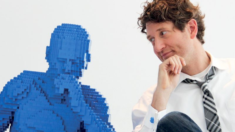 BORED LAWYER QUITS DAY JOB TO BUILD NEW LIFE MAKING LEGO SCULPTURES Image