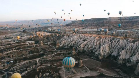 SPECTACULAR VIEWS SHOW HUNDREDS OF HOT AIR BALLOONS RISE WITH THE SUN Image