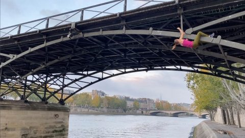WATCH: GIRL CLIMBS HUGE BRIDGE IN HEART-STOPPING VIDEO Image
