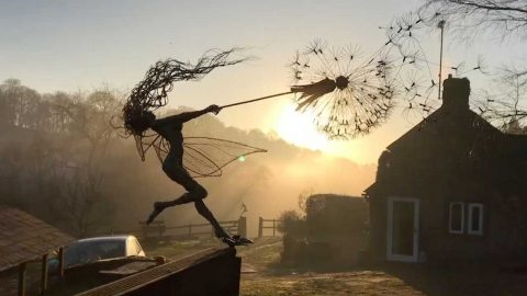 GENIUS ARTIST CREATES STUNNING FAIRY SCULPTURES OUT OF METAL WIRE Image
