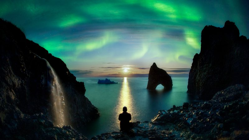 WISH YOU WERE HERE! MAN TAKES EPIC SELF PORTRIATS SPANNING SEVEN CONTINENTS AND FEATURING THE WORLD'S MOST BEAUTIFUL PLACES Image