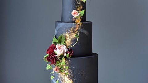 BAKER CREATES INCREDIBLE SPRING FLOWERS FROM SUGAR ICING Image