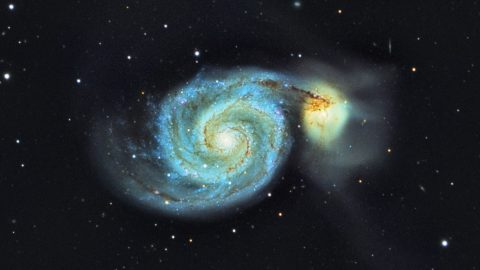 DOCTOR TAKES STUNNING PHOTOS OF GALAXIES TWO MILLION LIGHTYEARS AWAY FROM HIS BACK GARDEN Image