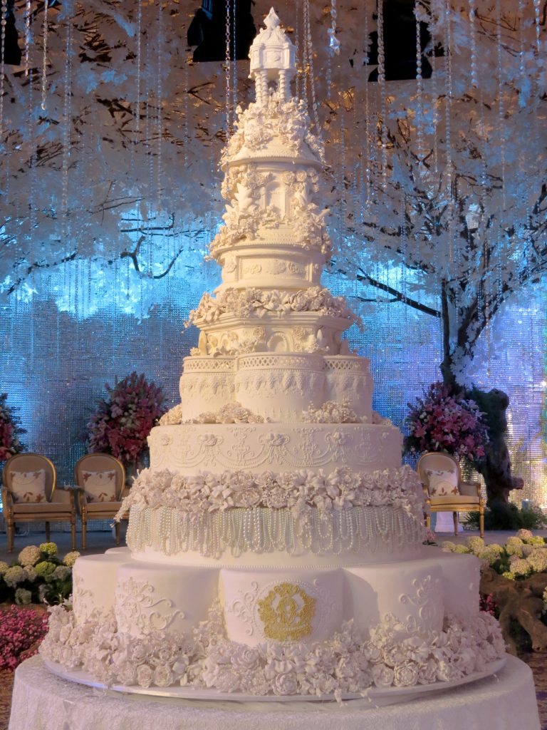 World S Most Extravagant Wedding Cakes For Budget Busting