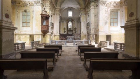 Photographer uncovers Italy's most extraordinary abandoned buildings Image