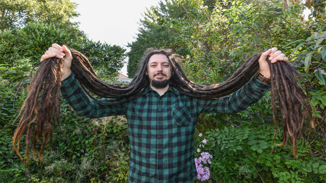Barber To Give 4 Ft 2 Dreadlocks The Chop After 13 Years