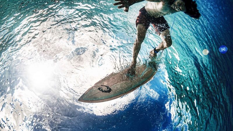 Impressive surfer flips upside down for three hours to capture perfect image Image