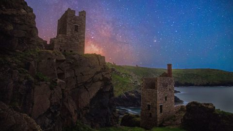 Images capture gorgeous Milky Way over the Cornish countryside Image