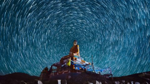 Beautiful images show the Tibetan sky at night in the Himalayan mountains Image