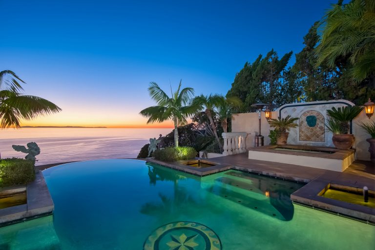 A Private Island Tropical Oceanfront Escape Secluded Retreat Offering Views Of Grey Whaleore Are All Battling It Out To Be The Best Beach House