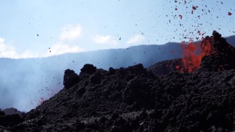 Footage from worlds most active volcano captures amazing eruptions Image