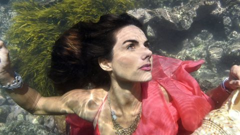 Australian couple take the plunge with haunting real life 'Lady of the lake' underwater fashion shoot Image