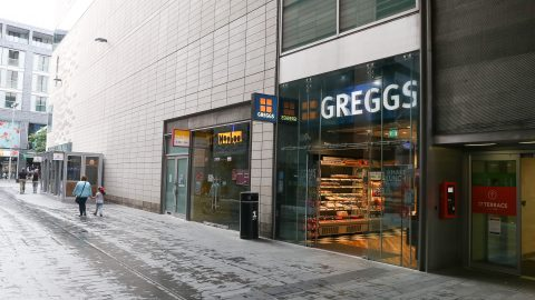 Winged robbery: Shady seagulls steals packet of crisps from Greggs in from of shocked customers Image