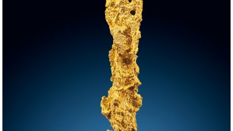 A giant lightning bolt shaped gold nugget declared rarer than any diamond could fetch $100,000 at auction Image