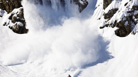 Jaw-dropping photos show snowboarder inches from disaster – after accidentally creating an avalanche Image
