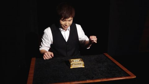 'World cup for magicians' winner blows minds and drops jaws with incredible illusion trick Image