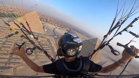 Historical flight: Stunning footage shows paraglider admiring pyramids from above Image