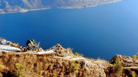 Breath-taking Mountain Biking Shows Off Gorgeous Lake Garda Image